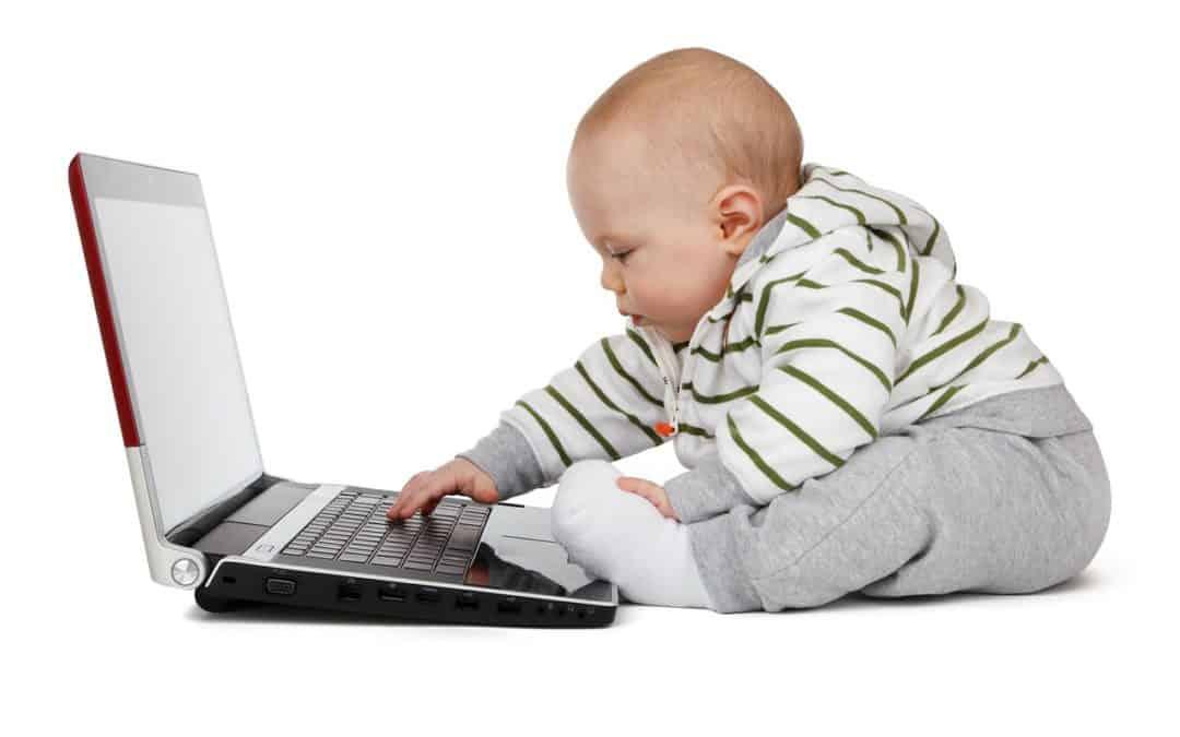 آموزش کامپیوتر به کودک – والدین با فرزندان همراهی کنند