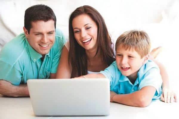 کودک و تلویزیون و اینترنت – چگونه والدین با فرزندان تعامل کنند